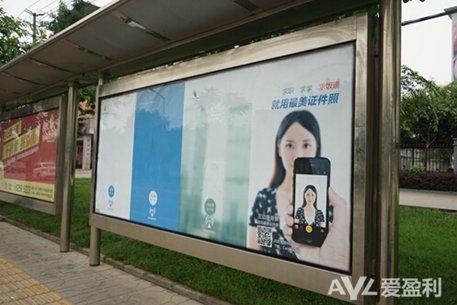 Camera360推出国内首个移动互联网互动公交站广告牌