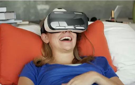 """虚拟现实""""玩机需谨慎""""的新闻 给开发商泼了一盆冷水"""