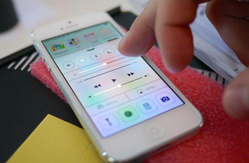 苹果iOS又曝重大安全漏洞 点击病毒链接用户iPhone可被黑客远程控制